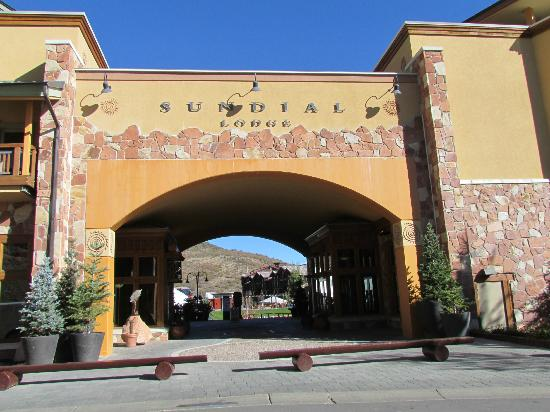 Sundial Lodge at Canyons Village: outside