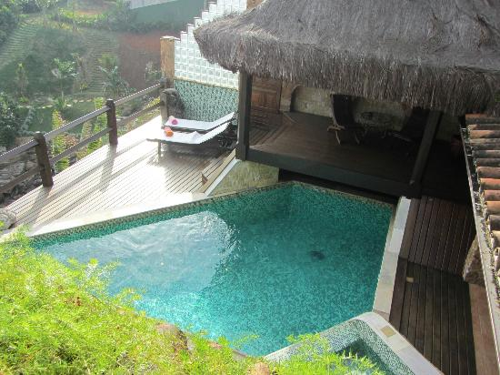 Cachoeira Inn: View of pool from breakfast area