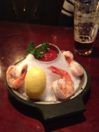 Baton Rouge Steakhouse & Bar: Wonderful size shrimp & presentation