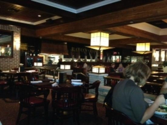 Baton Rouge Restaurant: Round tables and Booths Available