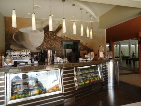 Secrets St. James Montego Bay: Coco cafe in the center of the resort