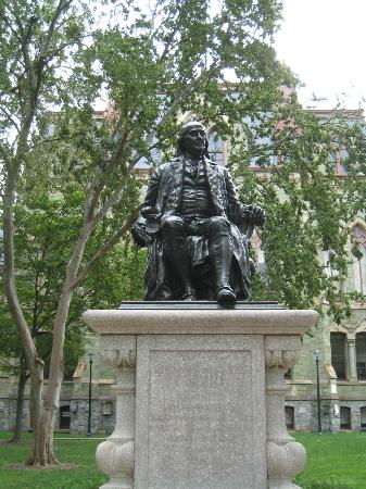University of Pennsylvania : Ben Franklin in front of College Hall