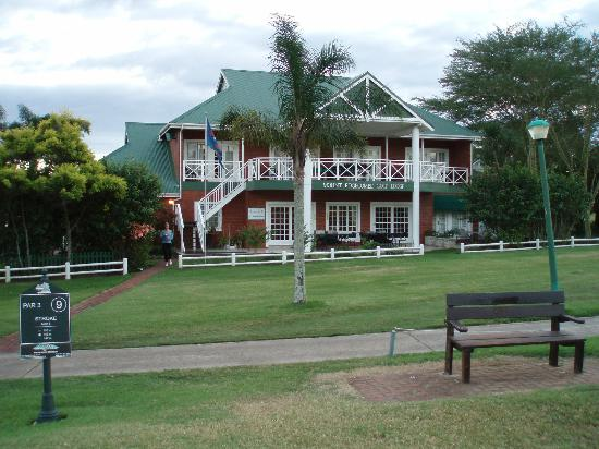 Mount Edgecombe Estate Lodge: Lodge from the golf course
