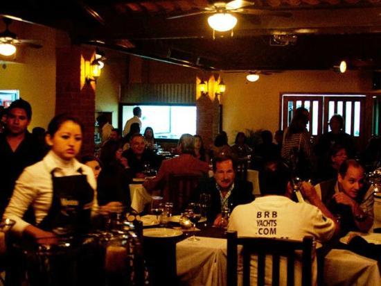 Cena en mis Amores Wine & Steak House