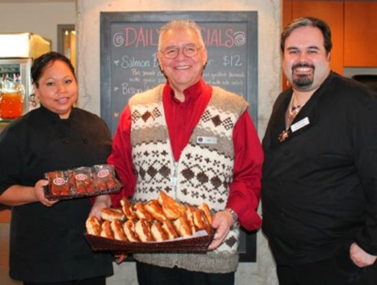 Thunderbird Cafe: Friendly cafe staff from local First Nations: Squamish Nation & Lil'wat Nation