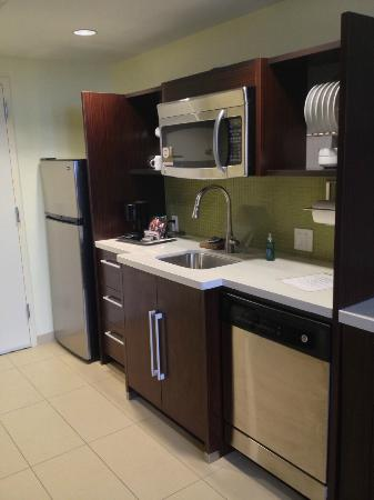 Home2 Suites by Hilton San Antonio Downtown - Riverwalk: Kitchen