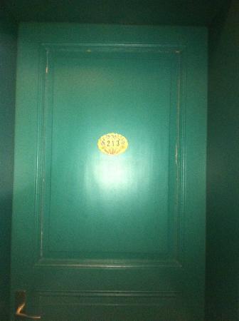 Au Val Saint Gregoire : chambre 213 à fuir
