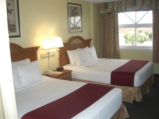 BEST WESTERN Fort Myers Inn & Suites: Our room. Comfortable beds.