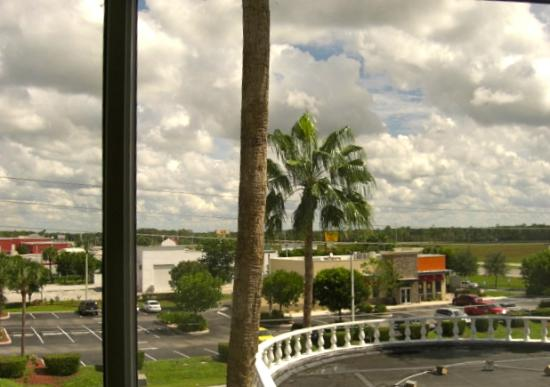 BEST WESTERN Fort Myers Inn & Suites: View from our room.