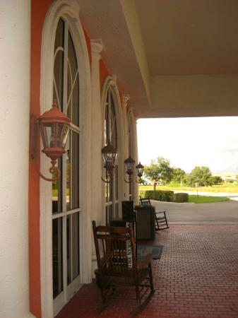 BEST WESTERN Fort Myers Inn & Suites: Front of the hotel.