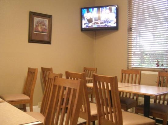 Best Western Fort Myers Inn & Suites: Breakfast room.