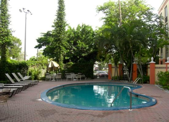 BEST WESTERN Fort Myers Inn & Suites: The pool. Good enough for kids to have fun.