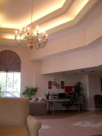 BEST WESTERN Fort Myers Inn & Suites: Lobby area.