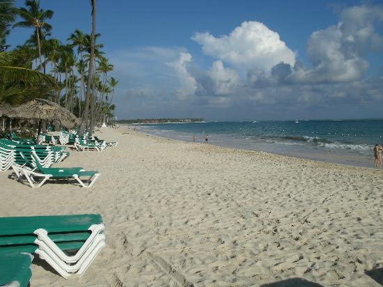 Grand Palladium Punta Cana Resort & Spa: Der Hotelstrand morgens um 7 UHR