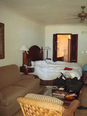 El San Juan Resort & Casino, A Hilton Hotel: Excuse our mess, but the room was large!