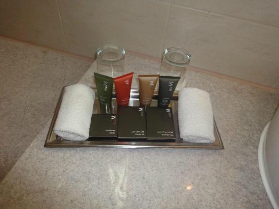 Mövenpick Hotel Jumeirah Beach: bath