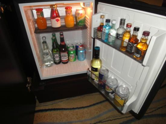 Movenpick Hotel Jumeirah Beach: mini bar