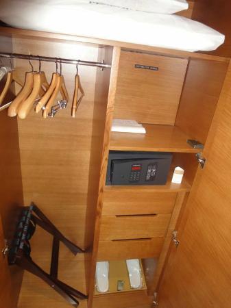 Movenpick Hotel Jumeirah Beach: Cabinet