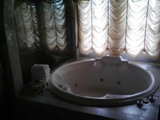 The Driskill: Epic Jacuzzi Tub