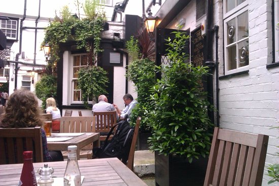 The Crown: Outdoor seating