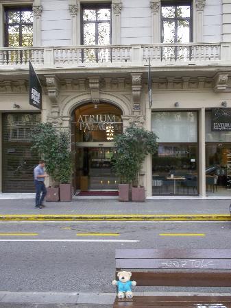 Hotel Acta Atrium Palace: ホテル正面