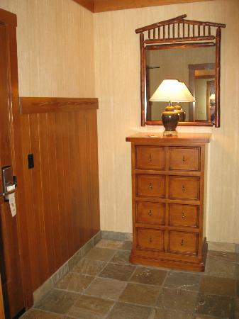 Sunriver Resort: Entry foyer with hooks for winter gear and tile floor