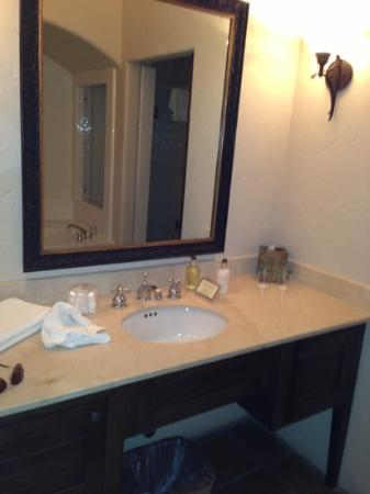 Spanish Garden Inn: full size Molton brown soap and lotion avail for use during our stay