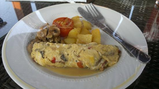 The Banyumas Villa: Breakfast, Omelet with potatoes, mushrooms and tomato