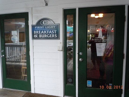 First Light Breakfast & Burgers: entrance