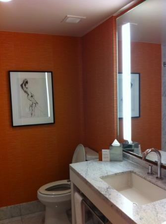 Hotel Modera: bathroom