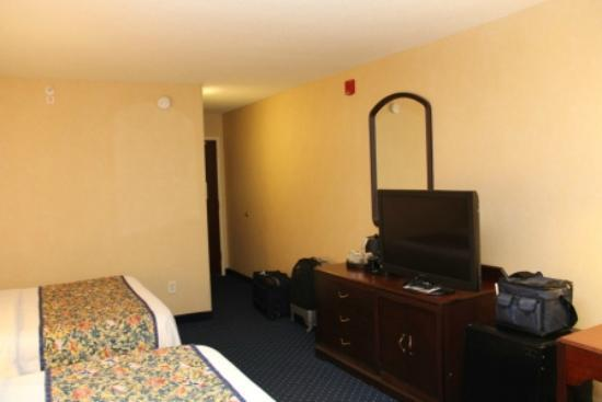 Courtyard Burlington Williston : Spacious Room
