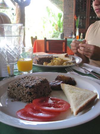 Hotel Diuwak: Desayuno incluído en la estadía