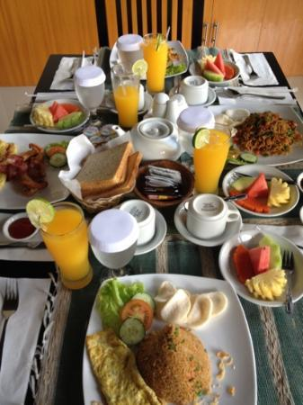 Evita Villa: breakfast for four!