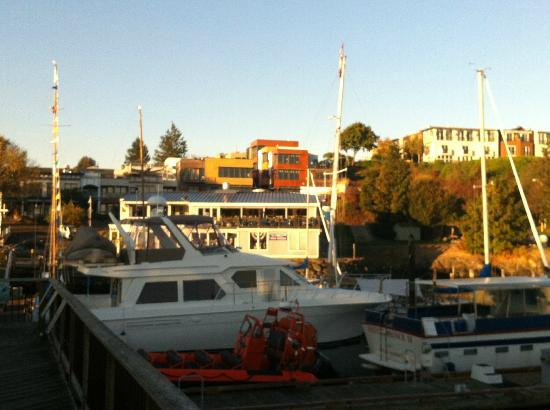 The Island Inn at 123 West: Inn in background overlooking Friday Harbor