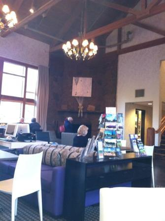 Best Western Mt. Hood Inn: comfortable lobby area