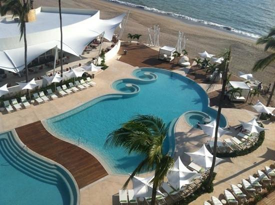 Hilton Puerto Vallarta Resort: la vista de la alberca desde o'west