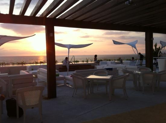 Hilton Puerto Vallarta Resort: sky bar O'west