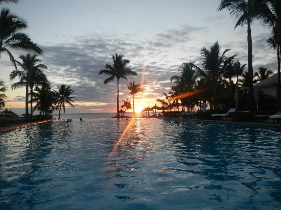 Sugar Beach Mauritius: Sunset at the South Pool
