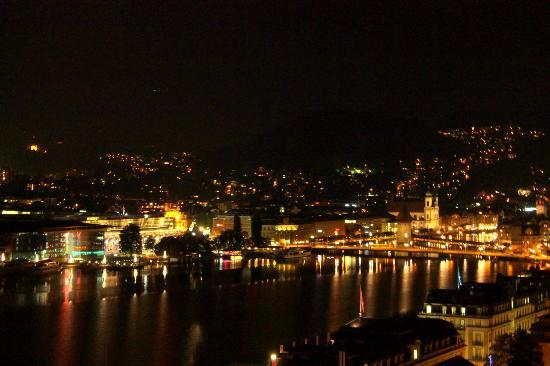Art Deco Hotel Montana Luzern: Lake view from room at night