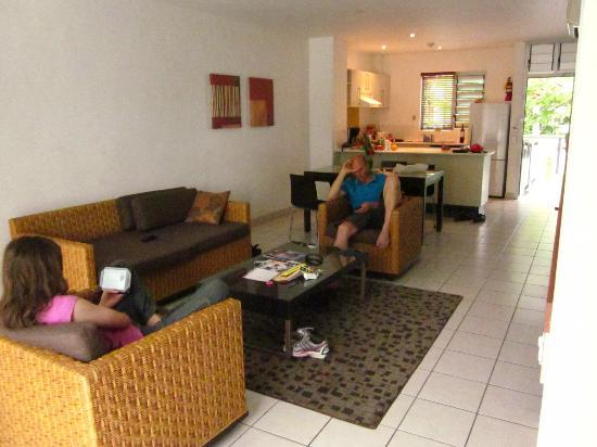 The Terraces Apartments Denarau: Lounge room and kitchen 2brm (bedrooms upstairs)