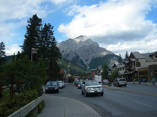 Banff Park Lodge Resort and Conference Centre: downtown banff