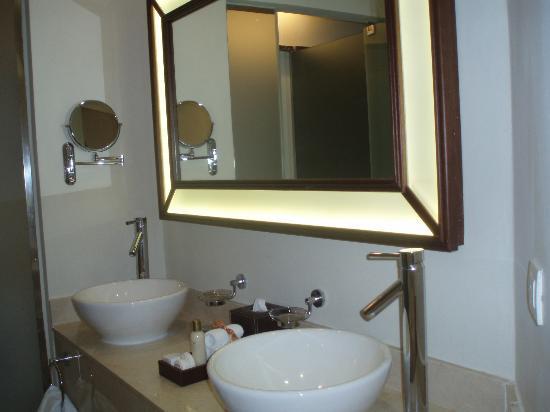 Secrets St. James Montego Bay: beautiful bathroom