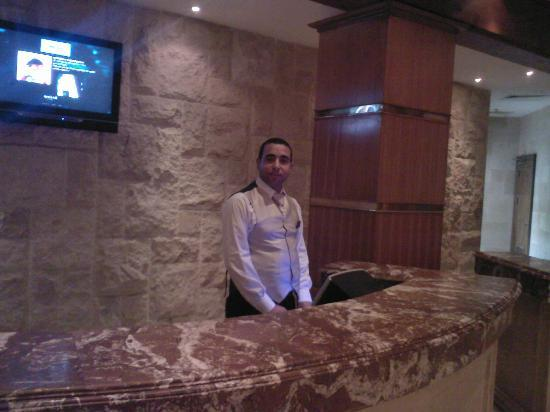 Melia Sinai: will do his best for you))