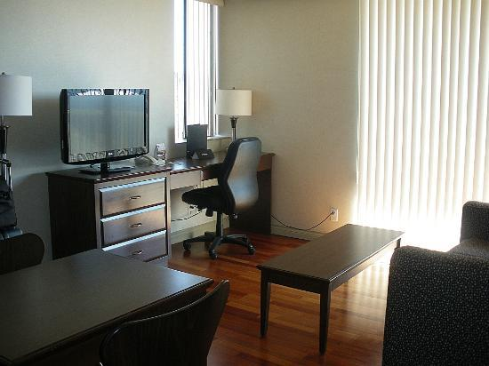 Sandman Suites Vancouver - Davie Street: entertainment area