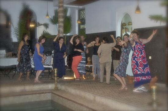 Riad Kasbah: Dancing round the pool!