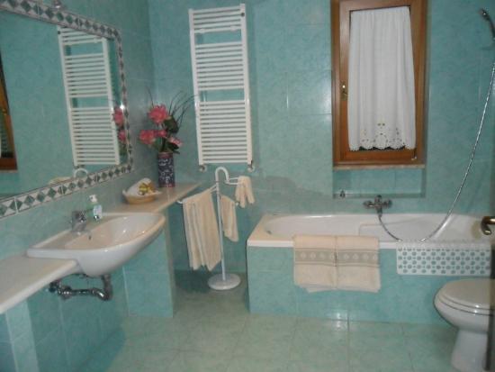 Argo Bed and Breakfast: bathrooms