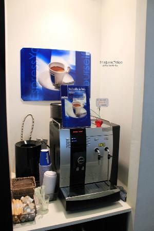 Hotel Mystays Nishi Shinjuku: 提供咖啡