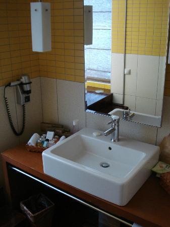 Rixos Sungate: bathroom