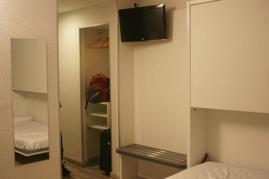Bed4U Castejón : habitación