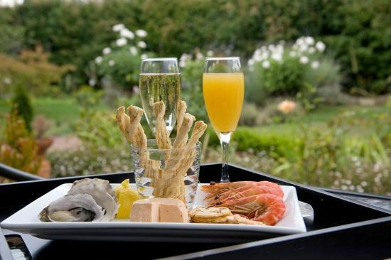 Clydesdale Manor: Champagne & Seafood Supper